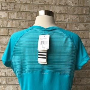 Adidas Tops - NWT Adidas Climacool Short Sleeve Top Size L 🌸